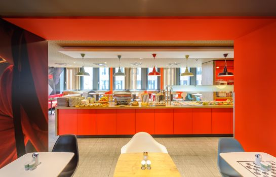 Breakfast buffet ibis Innsbruck