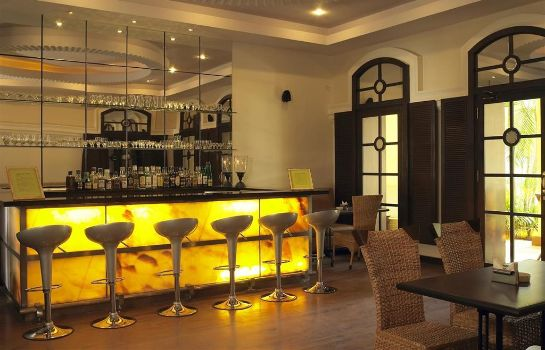 Bar del hotel Royal Orchid Metropole