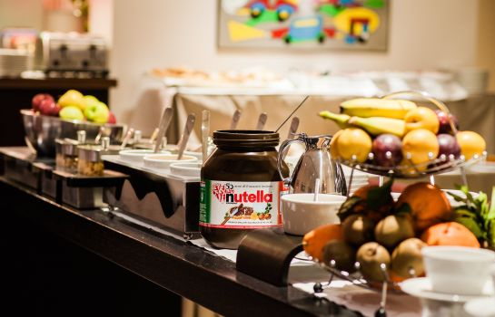 Breakfast buffet Casa Poli Hotel
