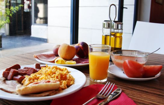 Breakfast buffet Travelodge Madrid Torrelaguna