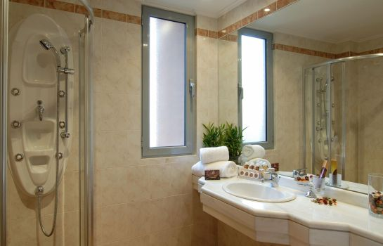 Bagno in camera Athens Atrium Hotel & Suites