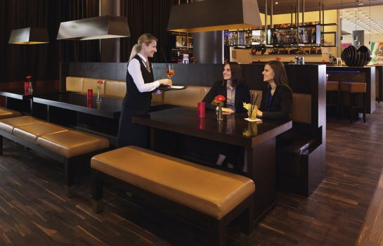 Hotel bar Movenpick Hotel Frankfurt-City