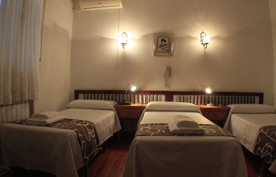 Triple room Esmeralda Hostal