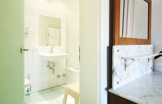 Bagno in camera Design-Boutique Hotel Vosteen im Stile der 50er Jahre