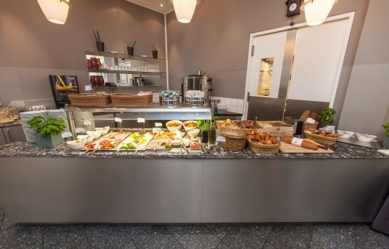Breakfast buffet Select Hotel Berlin Checkpoint Charlie