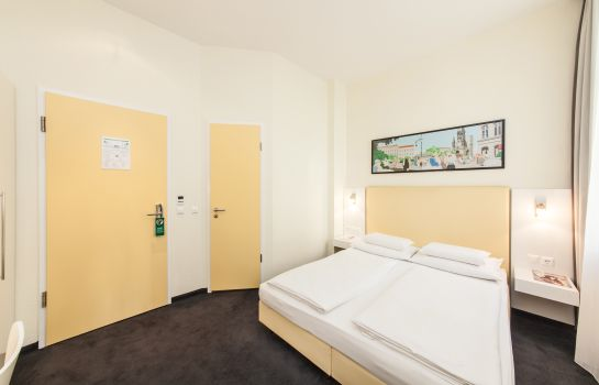 Double room (standard) Select Hotel Berlin Checkpoint Charlie