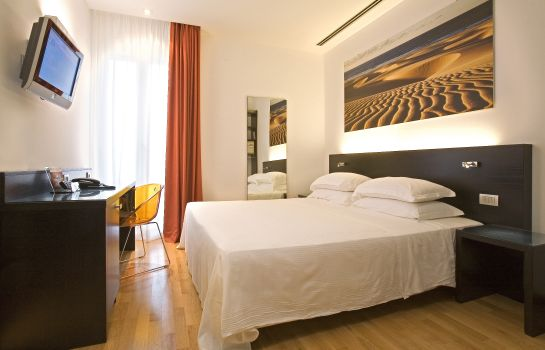 Double room (standard) Card International