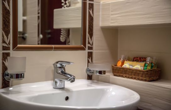 Bagno in camera Farmona Business & Spa