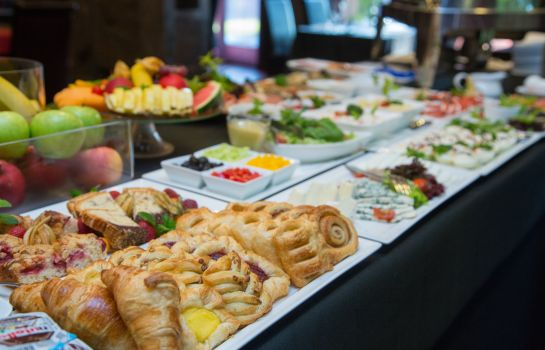 Buffet prima colazione Farmona Business & Spa