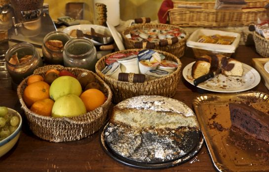 Breakfast buffet Corte di Re Artù B&B