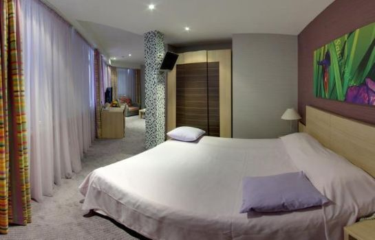 Room NashOTEL