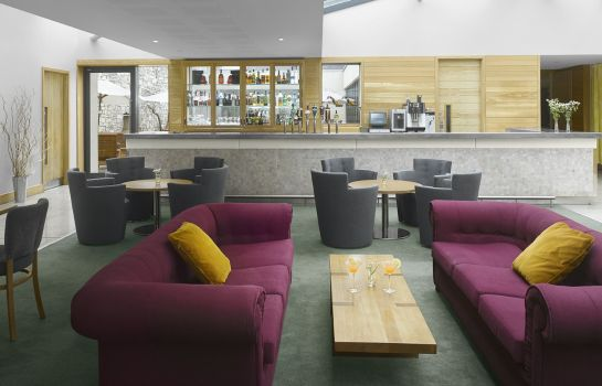 Hotel bar Farnham Estate Spa and Golf Resort