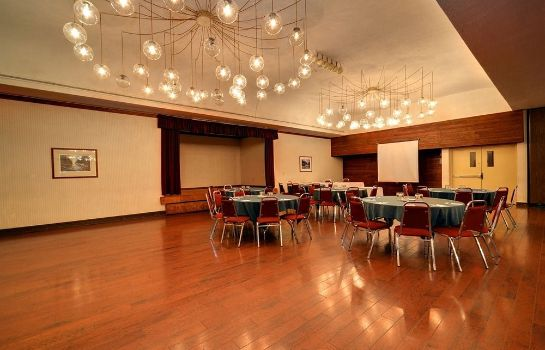 Ballroom Ramada Pinewood Park Resort North Bay