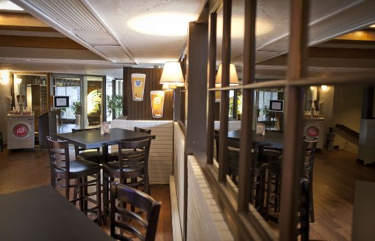 Hotel bar Ramada Pinewood Park Resort North Bay
