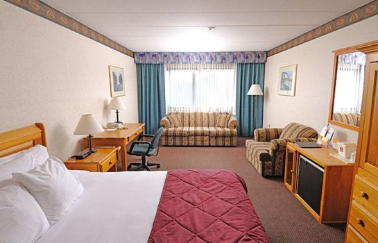 Standard room Ramada Pinewood Park Resort North Bay