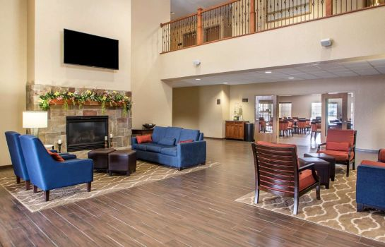 Lobby Comfort Suites Johnson Creek Conference Center