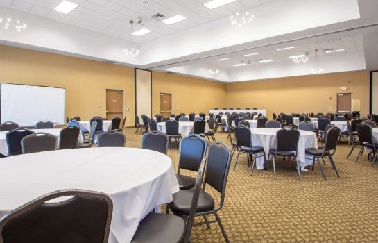 Conference room Comfort Suites Johnson Creek Conference Center