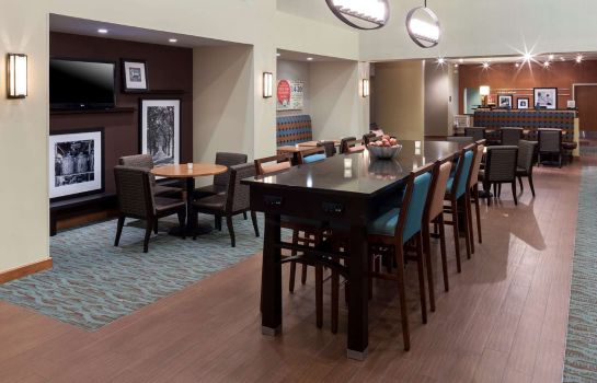 Hotelhalle Hampton Inn - Suites St Louis at Forest Park