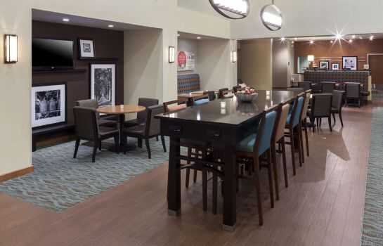 Hol hotelowy Hampton Inn - Suites St Louis at Forest Park