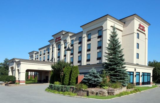 Vista exterior Hampton Inn - Suites by Hilton Laval