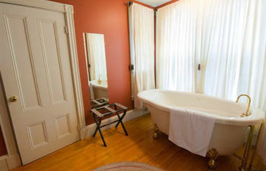Bagno in camera The James Place Inn Bed and Breakfast