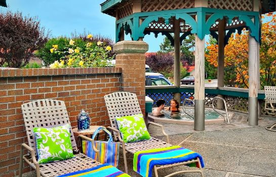 Whirlpool Coachman Inn & Suites