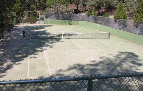 Campo da tennis The Pines Resort