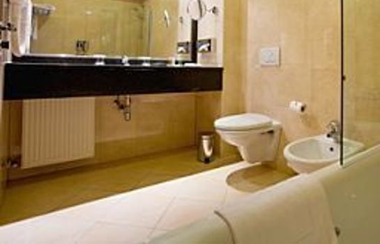 Bathroom Ramada Hotel & Suites Bucharest North