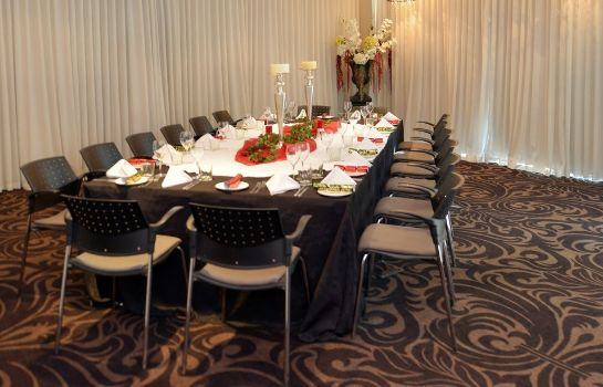 Sala de reuniones The Waterfront Hotel