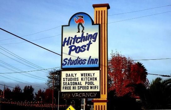 Buitenaanzicht Hitching Post Studios Inn