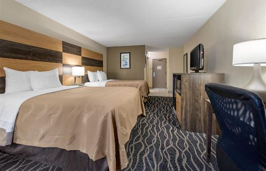 Room Quality Inn and Suites Lafayette