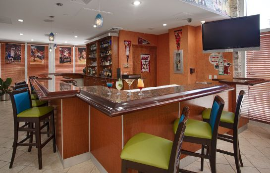 Bar del hotel BEST WESTERN ATLANTIC BEACH RE
