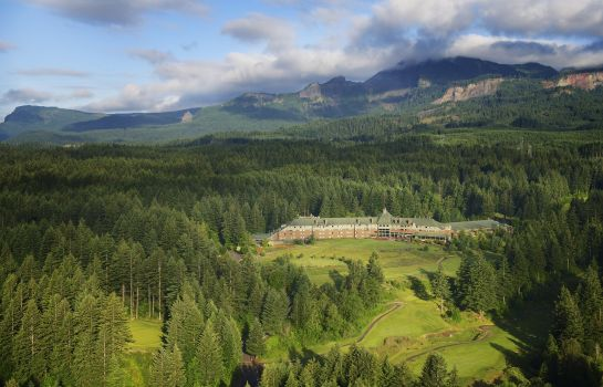Buitenaanzicht Skamania Lodge