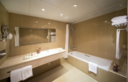Bathroom Golden Tulip Al Jazira