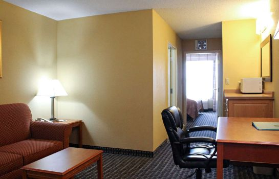 Suite Quality Inn & Suites Cincinnati Sharonville