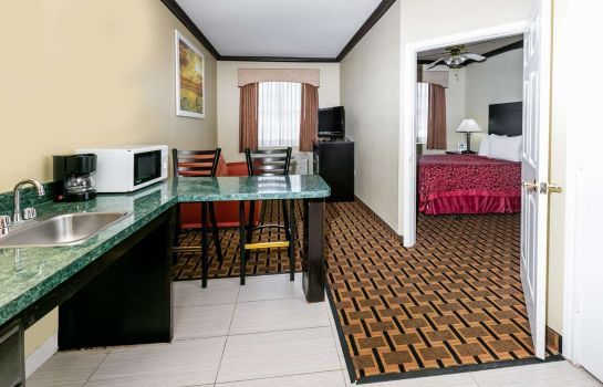 Zimmer DAYS SUITES FT. WORTH DFW S