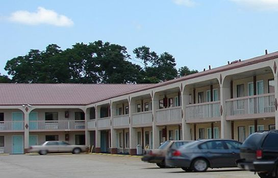 Exterior view Red Carpet Inn Natchez