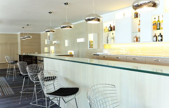 Hotel bar Le Meridien Beach Plaza