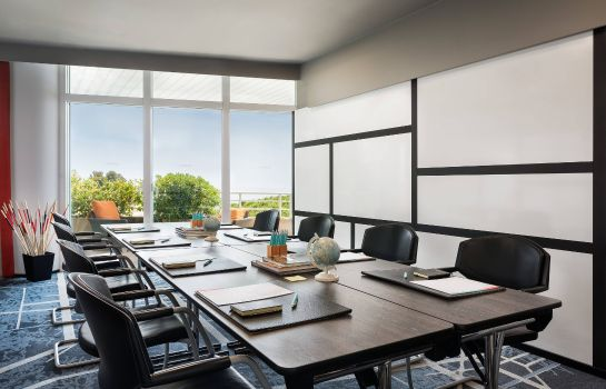 Conference room Le Meridien Beach Plaza