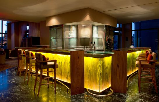 Bar del hotel Le Meridien St. Julians Hotel & Spa