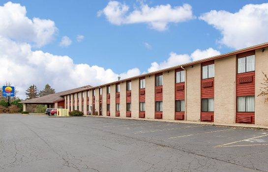 Exterior view Quality Inn Macomb