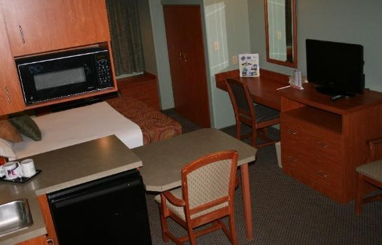 Suite MONUMENT INN AND SUITES
