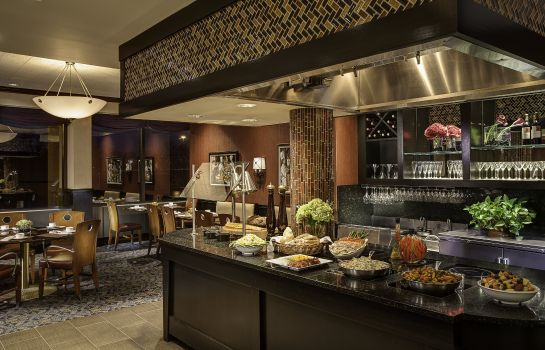Restauracja Amway Grand Plaza Curio Collection by Hilton