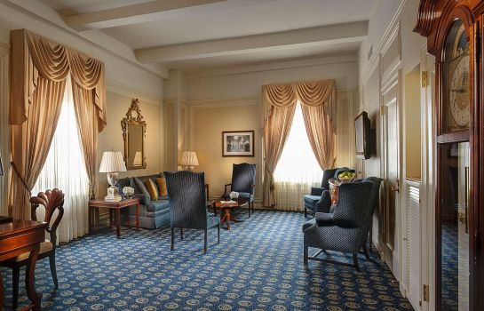 Suite Amway Grand Plaza Curio Collection by Hilton
