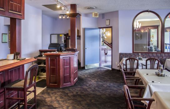 Hotel bar Quality Inn & Suites Edmonton International Airport