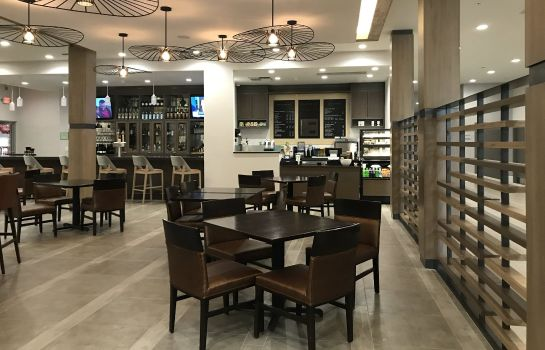 Restaurant Delta Hotels Grand Rapids Airport