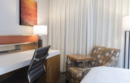 Room Delta Hotels Grand Rapids Airport