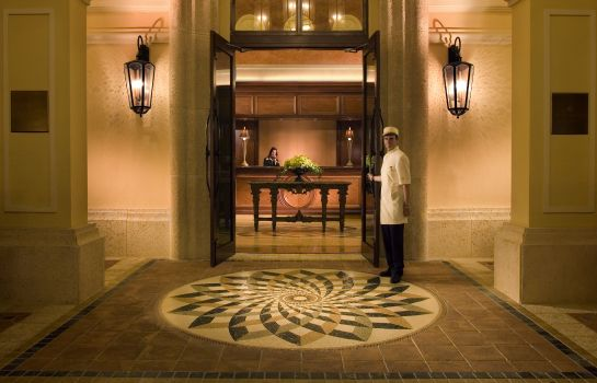 Hall Acqualina Resort and Spa