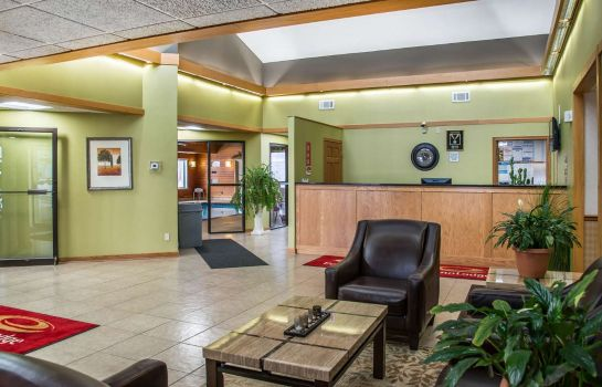 Hall Econo Lodge River Falls