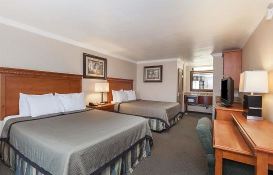 chambre standard Travelodge Sylmar CA